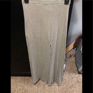 Maxi skirt w/slit